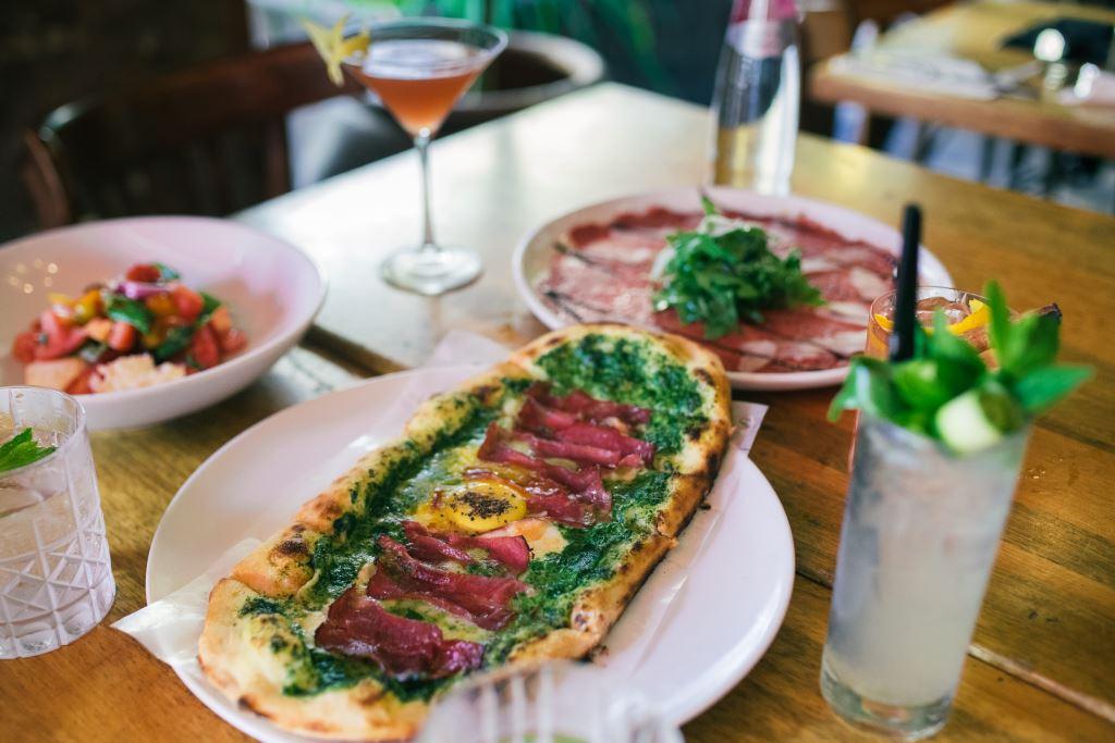 מסעדה מומלצת בתל אביב - רוסטיקו בזל. צילום אמיר יעקבי