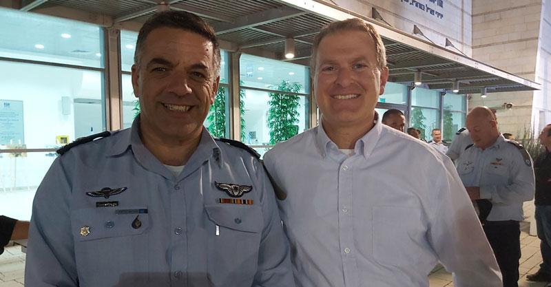 """מימין: רס""""ן (במיל') גיא גרניט, מפקד חיל האוויר אלוף עמיקם נורקין. קרדיט: תא""""ל רן כוכב"""