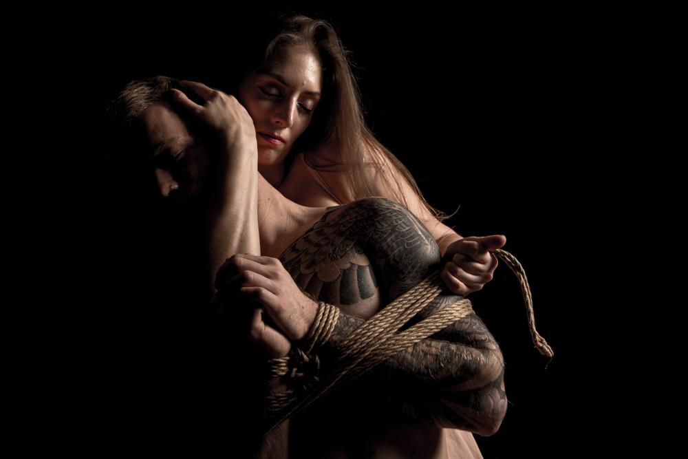 """אומנות השיבארי עם גולדי סאנשיין. תערוכת """"קשר חזק"""" מודל: מיקי סמגין צילום: דימה פונדיק יוליה זיסמן כץ"""