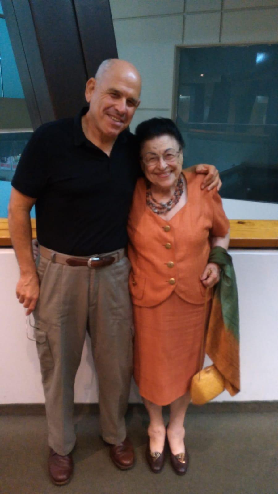 דבורה שוקן ובנה שמעון. צילום באדיבות המשפחה
