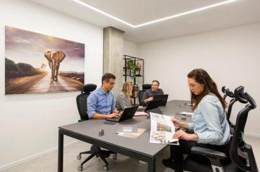 בוסטר – מתחמי עבודה לעסקים (צילום: עידן גור)