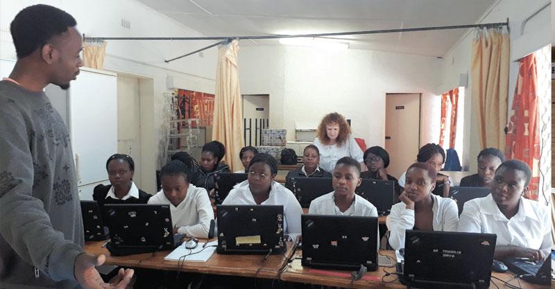כיתת המחשבים צילום Gladman Sibanda
