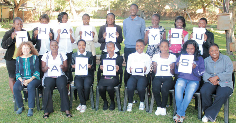 הבנות בארגון PLF מודות לאמדוקס צילום Gladman Sibanda