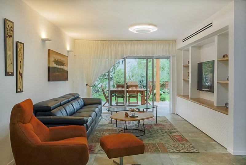 סלון הדירה (צילום: חן ליאופולד)