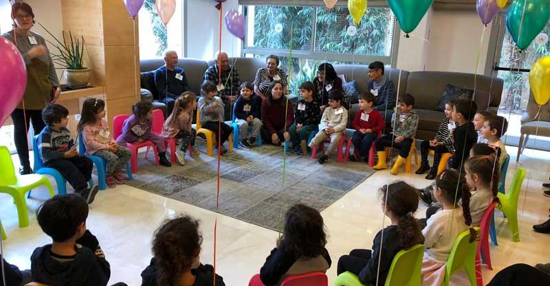 80 וארבע, הגרסה המקומית: ילדי הגן שנפגשים עם דיירי פאלאס רעננה