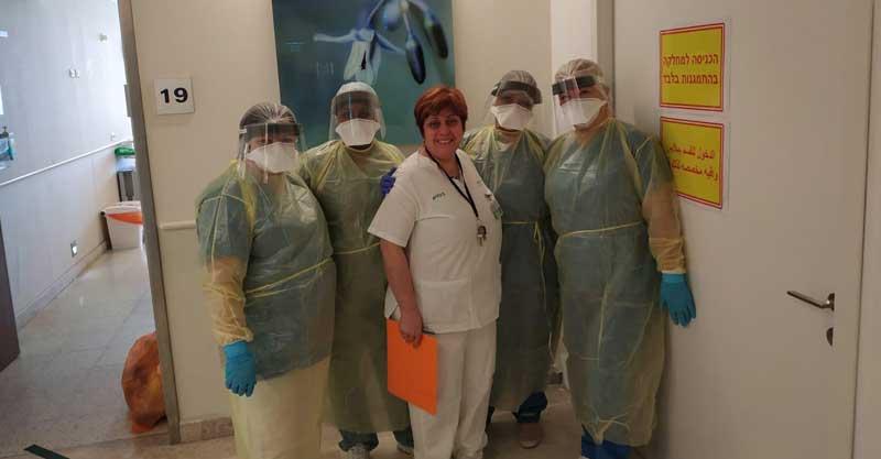 צוות מחלקת הקורונה במרכז הרפואי מאיר. צילום באדיבות המרכז הרפואי מאיר