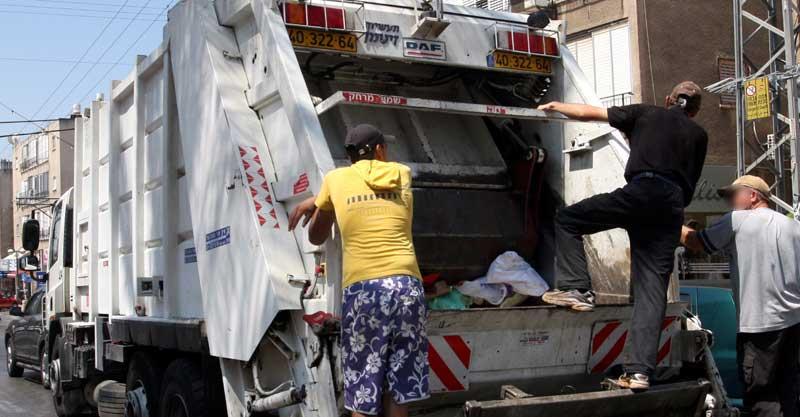 משאית זבל. צילום עזרא לוי