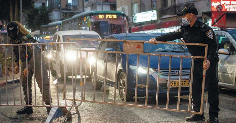 סגר בבני ברק. צילום אבישג שאר-ישוב