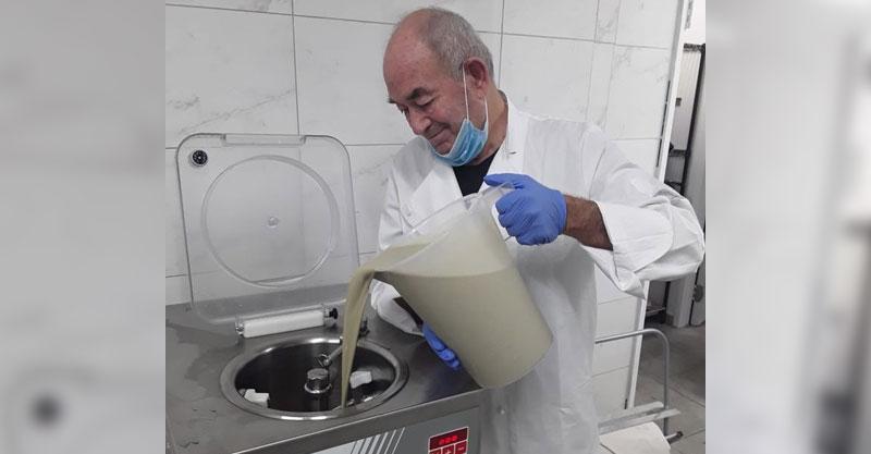 חזר לייצר גלידה: בגיל 71 הקורונה חייבה את רפי נוסבאום לחשב מסלול מחדש | צפו בסרטון