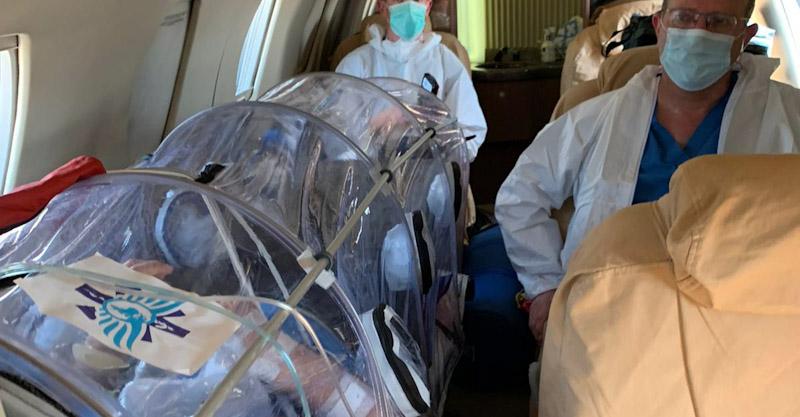 צוות החילוץ עם הרב כהן בטיסה. צילום: פראמדיק דורון שפיר, חברת מדסיס