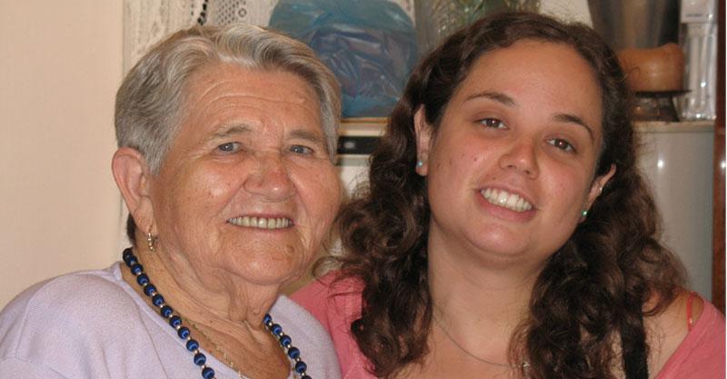 ליאת קמחי וסבתה אסתר