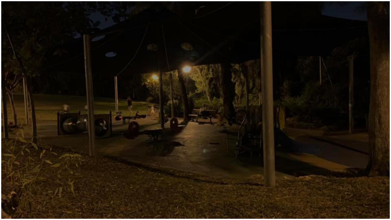 גינת בורוכוב החשוכה ברעננה. צילום מתוך קבוצת הפייסבוק פורום תושבים רעננה