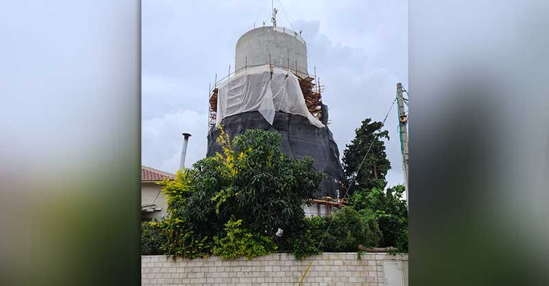 מגדל המים ברחוב בית השואבה ברעננה עובר שיקום. צילום: מי רעננה