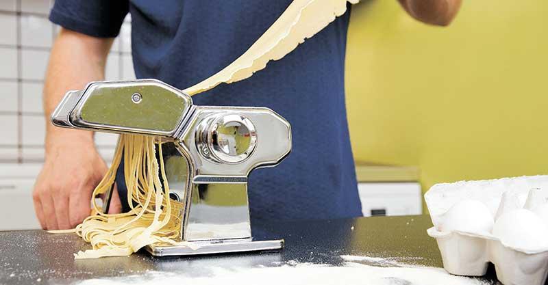מכין פסטה צילום אי.אס.אי.פי