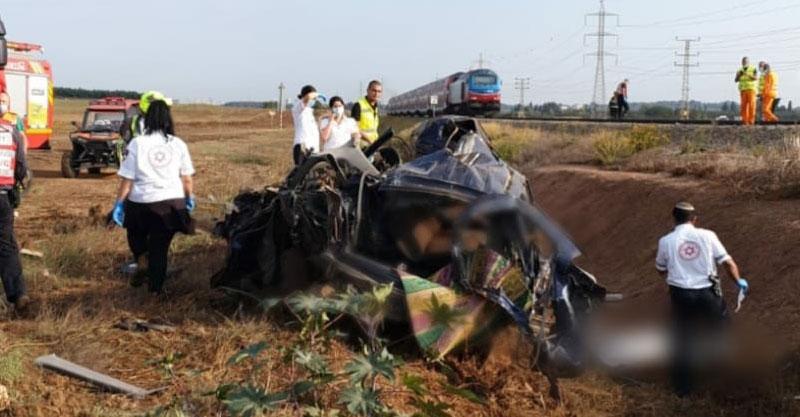 הרכב שנפגע מהרכבת. צילום כיבוי אש