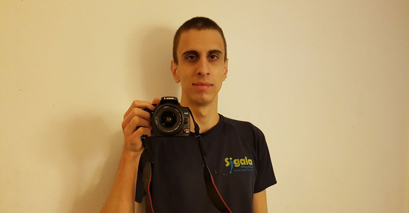 """אורי ברחנא, בוגר קמפוס אנקורי רעננה, מציג את הצילום """"בסקרנות"""". צילומים: אורי ברחנא"""