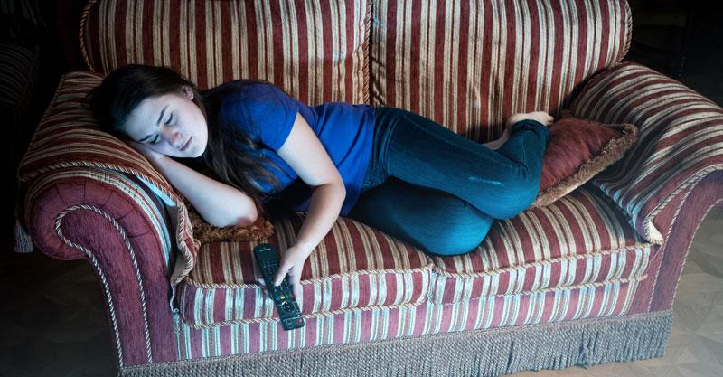 אישה נרדמת מול הטלויזיה. צילום אילוסטרציה צילום א.ס.א.פ קריאייטיב/INGIMAGE